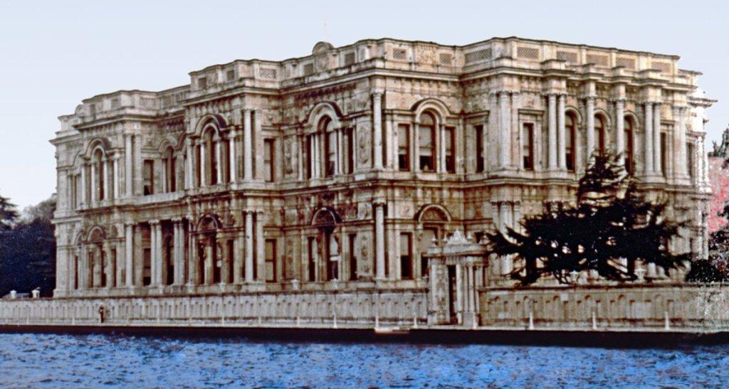 EVK md. 46/a uyarınca Kamuya ait olan saray ve binalar değerli konut vergisinden muaftır.